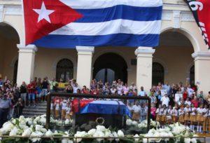 paso-de-la-caravana-con-cenizas-de-fidel-por-pueblos-y-ciudades-cubanas-300x204